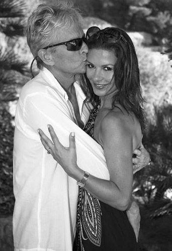 cathe rine zeta jones sa d claration d 39 amour michael douglas pour leurs 15 ans de mariage. Black Bedroom Furniture Sets. Home Design Ideas