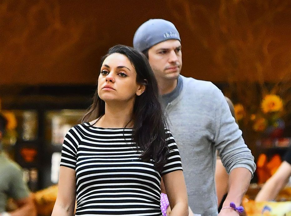 ashton kutcher les d buts de sa romance avec mila kunis c tait vident que a allait arriver. Black Bedroom Furniture Sets. Home Design Ideas