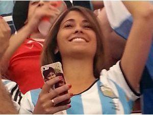 Photos : Mondial 2014 : Antonella Roccuzzo : la sublime girlfriend de Lionel Messi a vibré pour son homme... Qu'elle garde toujours près d'elle !