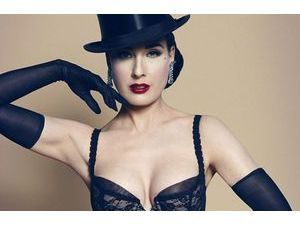 Mode : Dita Von Teese plus hot que jamais pour sa nouvelle collection de lingerie !