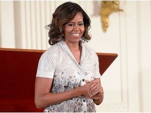 Mode : Michelle Obama : mais qui paie la facture de son incroyable garde robe ?