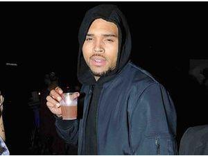 Chris Brown : le juge ne le lâche pas !