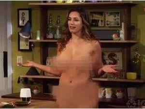 """Kelly Brook : entièrement nue dans la nouvelle série """"One Big Happy"""" d'Ellen DeGeneres !"""