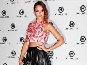Photos : Jessica Alba : démonstration de crop top à la Fashion Week de Séoul !