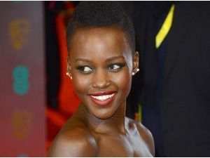 Photos : Lupita Nyong'o : reine du red carpet aux BAFTA 2014 !