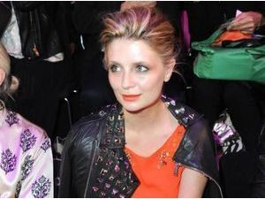 Mischa Barton : elle met le paquet (ou pas) pour attirer tous les regards à la Mercedes-Benz Fashion Week de Berlin !