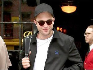 "Photos : Robert Pattinson : ""Jennifer Lawrence est absolument incroyable !"""