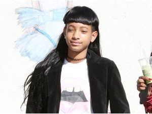 Photos : Willow Smith : de sortie entre amis, la starlette opte pour un look sage !